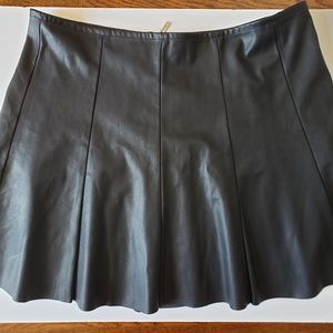 [Guess] Faux Leather Skirt Size XL